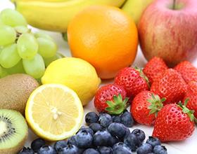 レモンやオレンジ等色とりどりのフルーツ